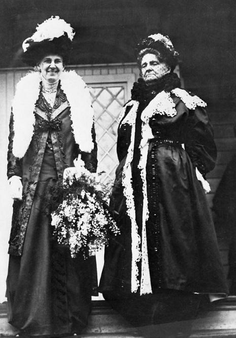 Генриетта Грин справа. <br>