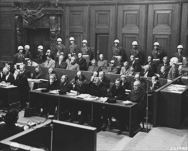 Вид на скамью подсудимых.